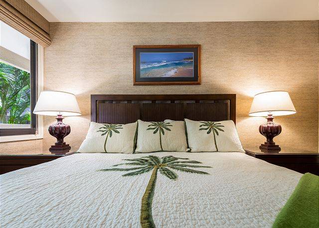 kamaole Sands unit close up of the bed with palm tree duvet cover