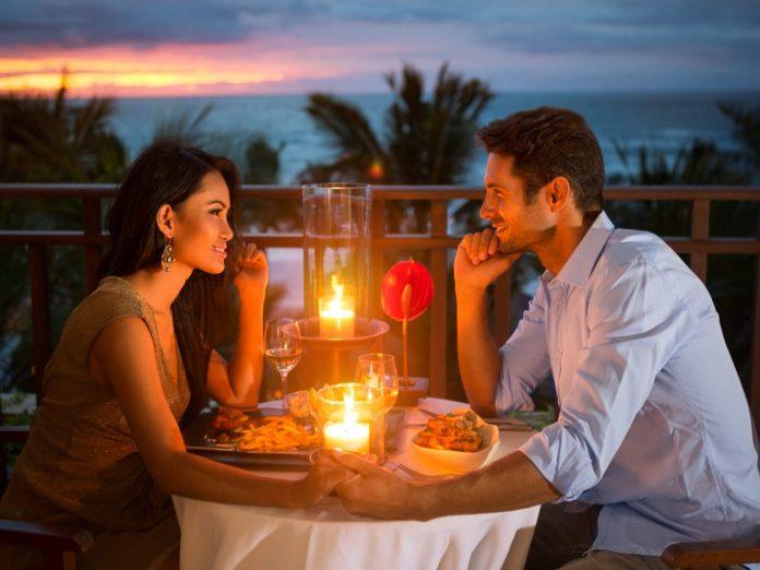 Romantic couple have dinner during their Maui Honeymoon