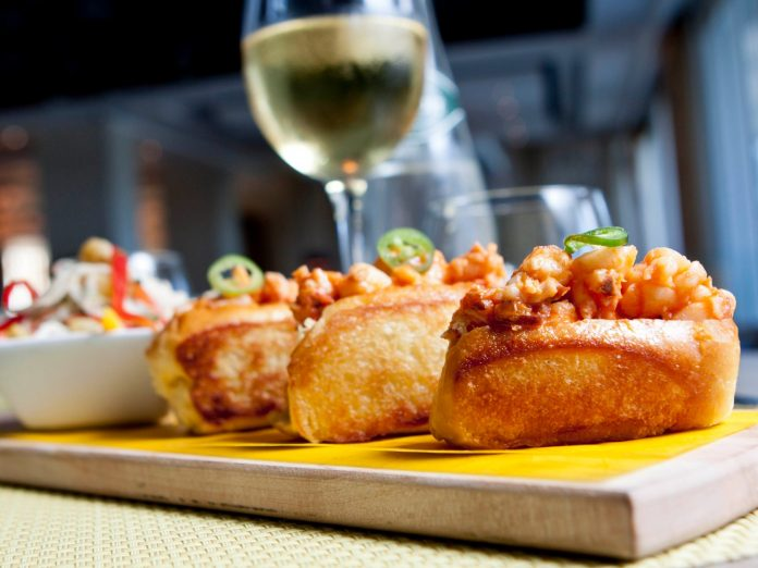 Lobster rolls gourmet | Places to Eat on Maui