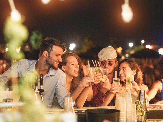Friends having fun at a bar and enjoying Maui's Nightlife
