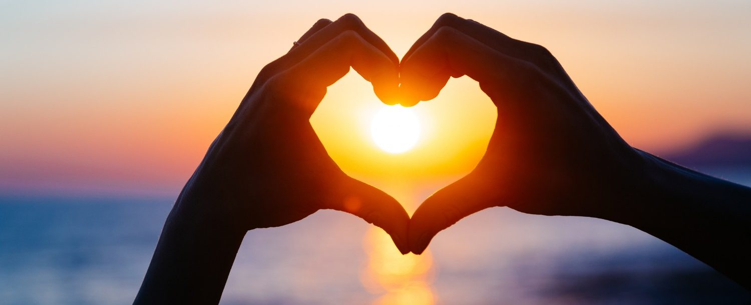 Hands shaping a heart at the Maui sunset | Romantic activities on Maui