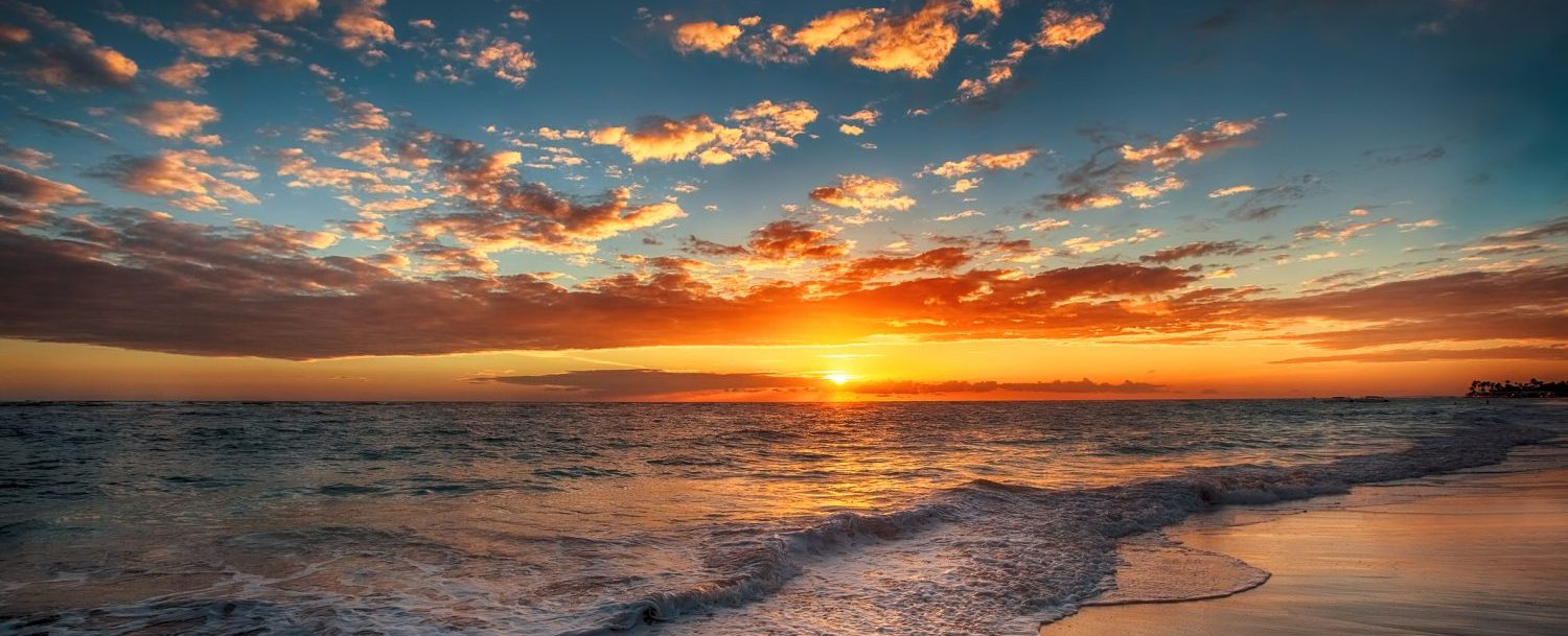 Sunset over the ocean | Best time to visit Maui